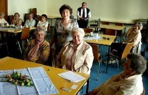 Seniorenkreis mit Frau Leitmier (stehend)